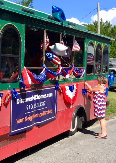 trolley decorated for 4th of July parade